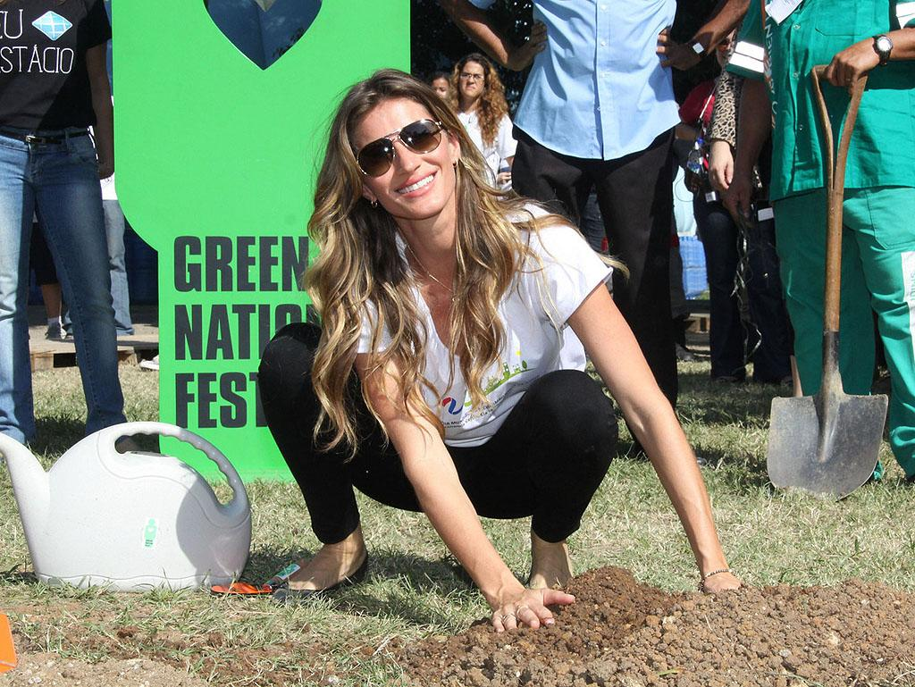 Gisele Bundchen traveled to her native Brazil where she got her hands dirty during the country's Green National Festival on Monday. The 31-year-old model had the honor of planting the first of 50,000 trees at the event. Rumors have been swirling that Gisele is expecting her second child with hubby Tom Brady, but from this picture, it's a little hard to tell. (6/4/2012)