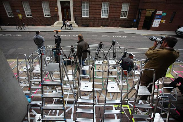 LONDON, ENGLAND - JULY 02: Members of the press set up outside the The Lindo Wing of St Mary's Hospital as the UK prepares for the birth of the first child of The Duke and Duchess of Cambridge at St Mary's Hospital on July 2, 2013 in London, England. (Photo by Jordan Mansfield/Getty Images)