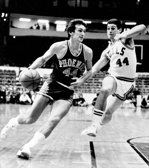 Phoenix Suns' Paul Westphal (44) drives toward the basket as Chicago Bulls' Tom Kropp.