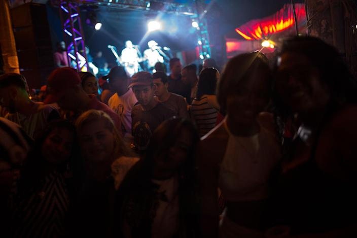 <p>A Baile Funk party, in the Shantytown of Complexo Mare, in Rio de Janeiro, Brazil in August 2016. (Photo: Rafael Fabrés) </p>