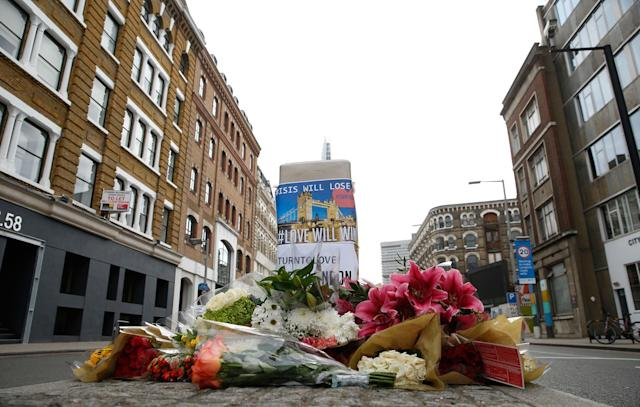 <p>Floral tributes line the pavement in an area in the London Bridge area of London, Monday, June 5, 2017. (Photo: Alastair Grant/AP) </p>