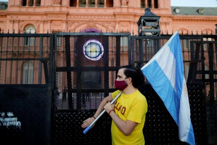 FILE PHOTO: FILE PHOTO: Protest against COVID-19 lockdown measures in Buenos Aires