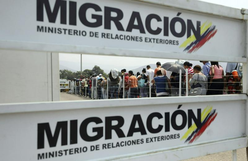 Venezuelan migrants return to their country after buying groceries in La Parada, on the outskirts of Cucuta, Colombia, on the border with Venezuela, Monday, Feb. 4, 2019. More than a dozen European Union countries endorsed Venezuelan opposition leader Juan Guaido as the county's interim president on Monday, piling the pressure on embattled President Nicolas Maduro to resign and clear the way for a new presidential election. (AP Photo/Fernando Vergara)