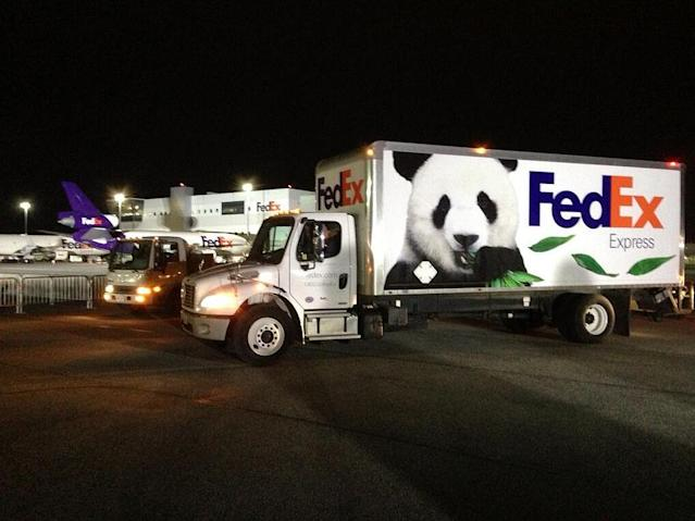 "FedEx Panda Express truck awaiting the arrival of the giant pandas at the Toronto FedEx ramp. <a class=""link rapid-noclick-resp"" href=""https://ec.yimg.com/ec?url=http%3a%2f%2ft.co%2fRnsQU5O5dp%26quot%3b&t=1529529447&sig=2MGE2B2_qQAaWLE61b2ASw--~D rel=""nofollow noopener"" target=""_blank"" data-ylk=""slk:pic.twitter.com/RnsQU5O5dp"">pic.twitter.com/RnsQU5O5dp</a>"
