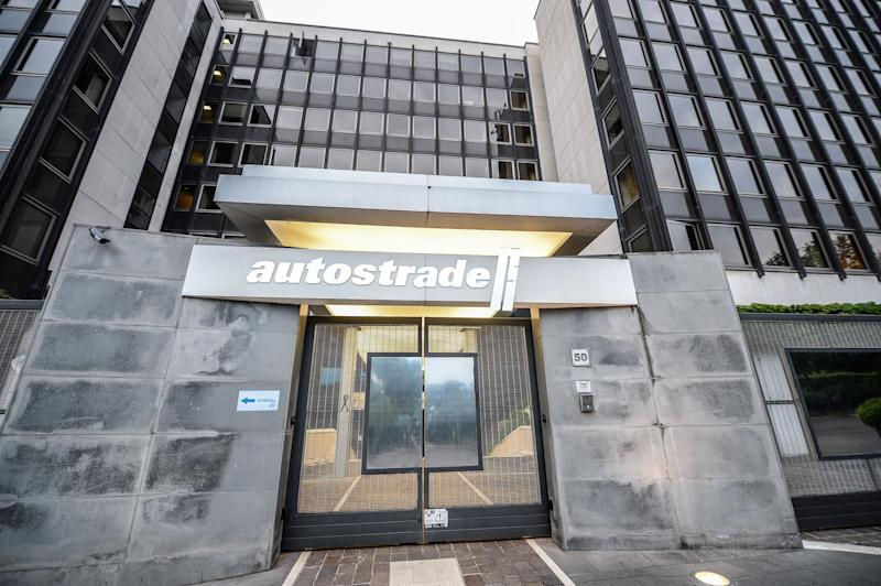 A view of headquarters with the logo of the Italian infrastructure giant Autostrade per l'Italia, in Rome, Italy, on August 21, 2018. At the entrance a black ribbon is visible as a sign of mourning for the 38 people killed by the collapse of the Morandi highway bridge in Genoa. (Photo by Silvia Lore/NurPhoto via Getty Images) (Photo: NurPhoto via Getty Images)