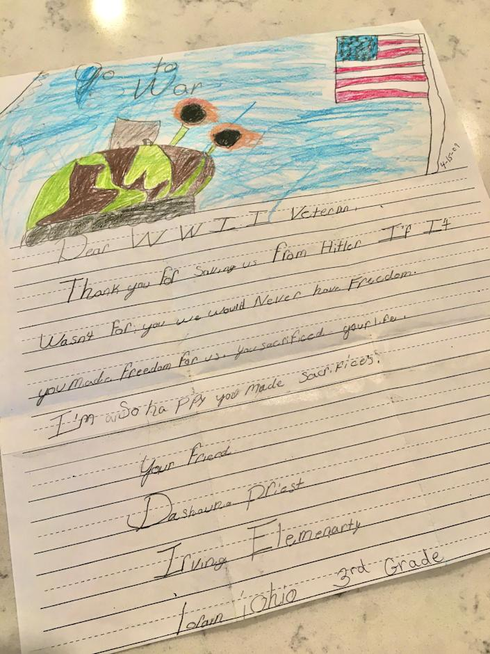 The letter Dashauna Priest wrote to WWII veteran Frank Grasberger when she was in third grade. / Credit: CBS News