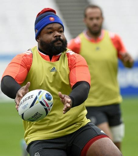 France's centre Mathieu Bastareaud (L) passes the ball during a team training session at the Olympic Stadium in London on September 22, 2015, on the eve of their 2015 Rugby Union World Cup match against Romania