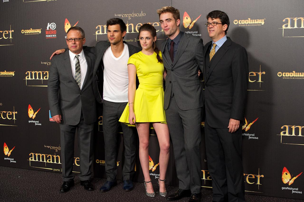 "MADRID, SPAIN - NOVEMBER 15:  (L-R) Director Bill Condon, actors Taylor Lautner, Kristen Stewart, Robert Pattinson and producer Wyck Godfrey attend the ""The Twilight Saga: Breaking Dawn - Part 2"" (La Saga Crepusculo: Amanecer Parte 2) premiere at the Kinepolis cinema on November 15, 2012 in Madrid, Spain.  (Photo by Carlos Alvarez/Getty Images)"