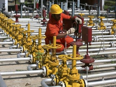Oil price firms as OPEC, Russia likely to agree on output cuts next week; rising US supply stems gains