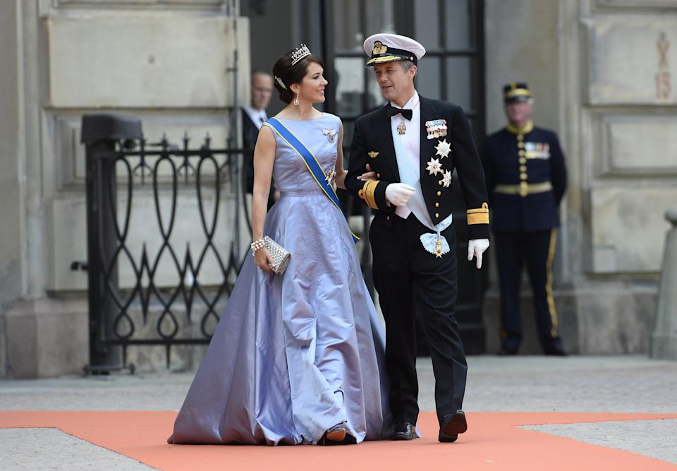 Crown Princess Mary of Denmark (L) and Crown Prince Frederik of Denmark arrive for the wedding of Sweden's Crown Prince Carl Philip and Sofia Hellqvist at Stockholm Palace on June 13, 2015. AFP PHOTO / JONATHAN NACKSTRAND        (Photo credit should read JONATHAN NACKSTRAND/AFP via Getty Images)
