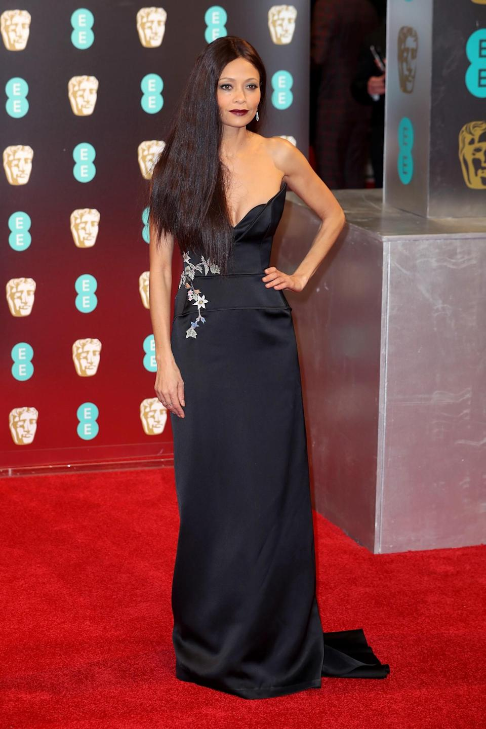 <p>Thandie debuted poker straight locks with a simple black gown by Osman. <i>[Photo: Getty]</i> </p>