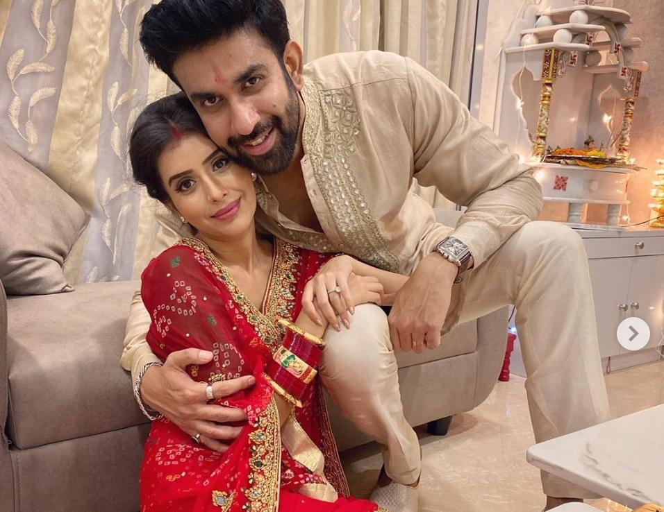 Charu Asopa, who plays Preeti Sachdev/Khare in Hotstar's <em>Mere Angne Mein, </em>tied the knot with Rajeev Sen in July 2019. The grand but private ceremony in Goa was attended by friends and family members, including the beauty queen, Sushmita Sen, who is also Rajeev's sister. From the pics that later flooded social media, one could tell that the couple looked like a perfect match made in heaven.
