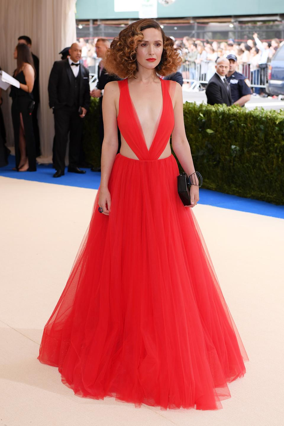 """<h1 class=""""title"""">Rose Byrne in Ralph Lauren and with Dauphin jewelry</h1><cite class=""""credit"""">Photo: REX/Shutterstock</cite>"""