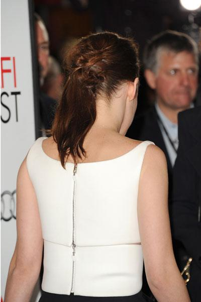 The actress ties up her normally long, messy locks into a twisted side ponytail. (Photo by Jason Merritt/Getty Images)