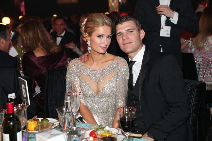 CAP D'ANTIBES, FRANCE - MAY 25: Paris Hilton and Chris Zylka attend the amfAR Gala Cannes 2017 at Hotel du Cap-Eden-Roc on May 25, 2017 in Cap d'Antibes, France. (Photo by Gisela Schober/Getty Images)