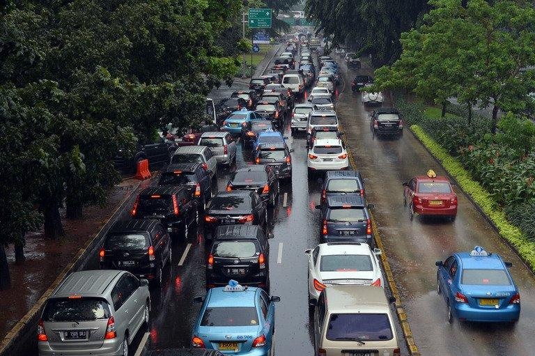 Cars are stuck in gridlock in the streets of Jakarta on April 25, 2013