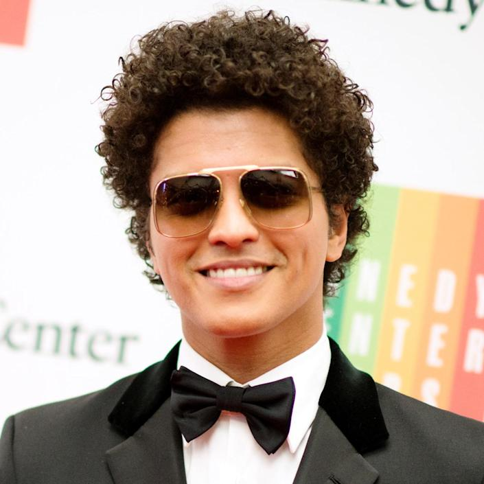 <p>Mars again showed off his natural curls at a dinner for the The Kennedy Center Honorees, during the 37th annual national celebration of the arts. </p>