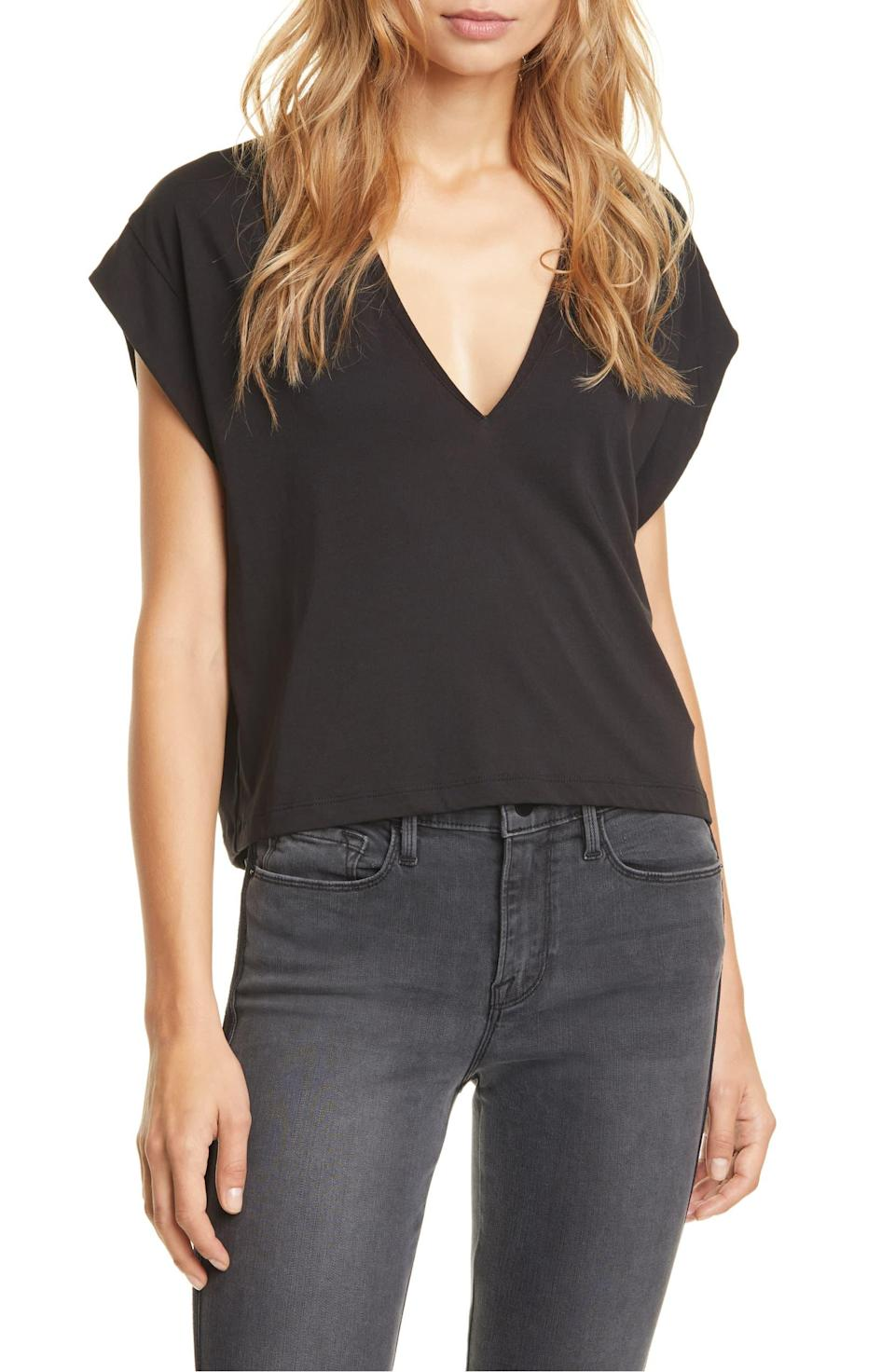 """We'll call this cutie """"purposefully disheveled."""" $85, Nordstrom. <a href=""""https://shop.nordstrom.com/s/frame-le-mid-rise-v-neck-tee/5351679"""" rel=""""nofollow noopener"""" target=""""_blank"""" data-ylk=""""slk:Get it now!"""" class=""""link rapid-noclick-resp"""">Get it now!</a>"""