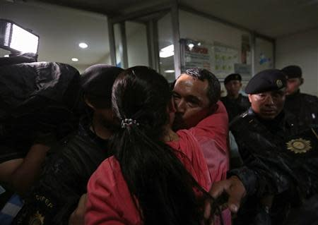 Waldemar Lorenzana (back C) greets a relative after arriving at the Supreme Court of Justice in Guatemala City, September 17, 2013. REUTERS/Jorge Dan Lopez