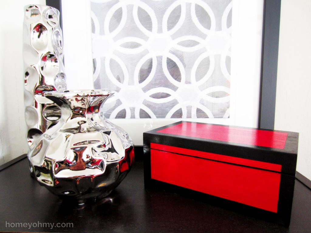 """<p>Blogger Amy used acrylic paint and a gloss varnish on an unfinished wooden box to achieve the shiny, lacquered look. But the best part is the surprise shade she chose for the inside (see the next slide!). Check out <a href=""""http://www.homeyohmy.com/diy-lacquered-box/"""">her whole DIY project</a>.<i>(Photo: <a href=""""http://www.homeyohmy.com/diy-lacquered-box/"""">Homey Oh My!</a>)</i></p>"""