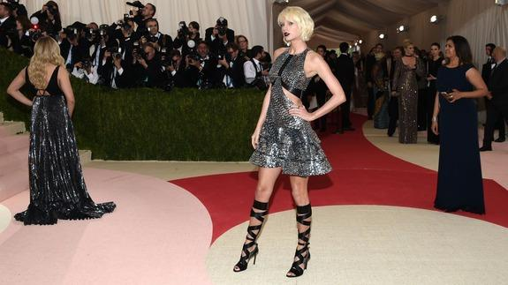 420159abac3 Met Gala 2016: See all the high-tech, high-fashion looks here