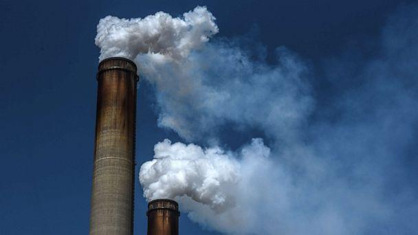 PHOTO: The emissions from the Gavin Power Plant are seen, Sept. 11, 2019, in Cheshire, Ohio.  (Stephanie Keith/Getty Images)