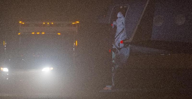 Nina Pham, 26, a nurse infected with Ebola in the United States, steps off the plane on October 16, 2014 during a transfer at Frederick, Maryland, Municipal Airport to an ambulance en route to the National Institutes of Health in Bethesda, Maryland (AFP Photo/Paul J. Richards)