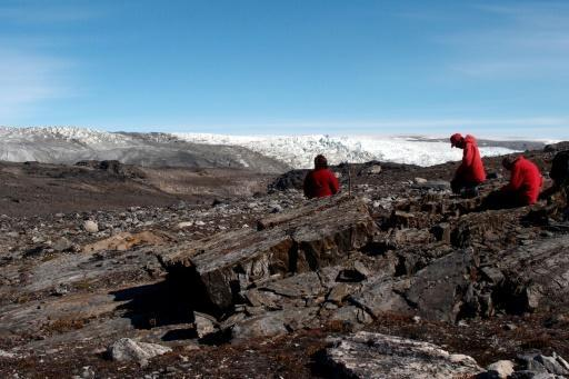 Fossil find shows life on Earth 3.7bn years ago