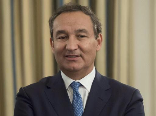 United Airlines CEO won't resign
