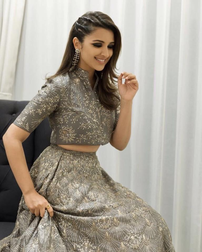 <p>She had to put up with uncouth body-shamming for the longest time and had worked meticulously to cut those extra inches off her waist. Parineeti has a body type that gains weight easily so the actress has cut off alcohol completely from her lifestyle. </p>