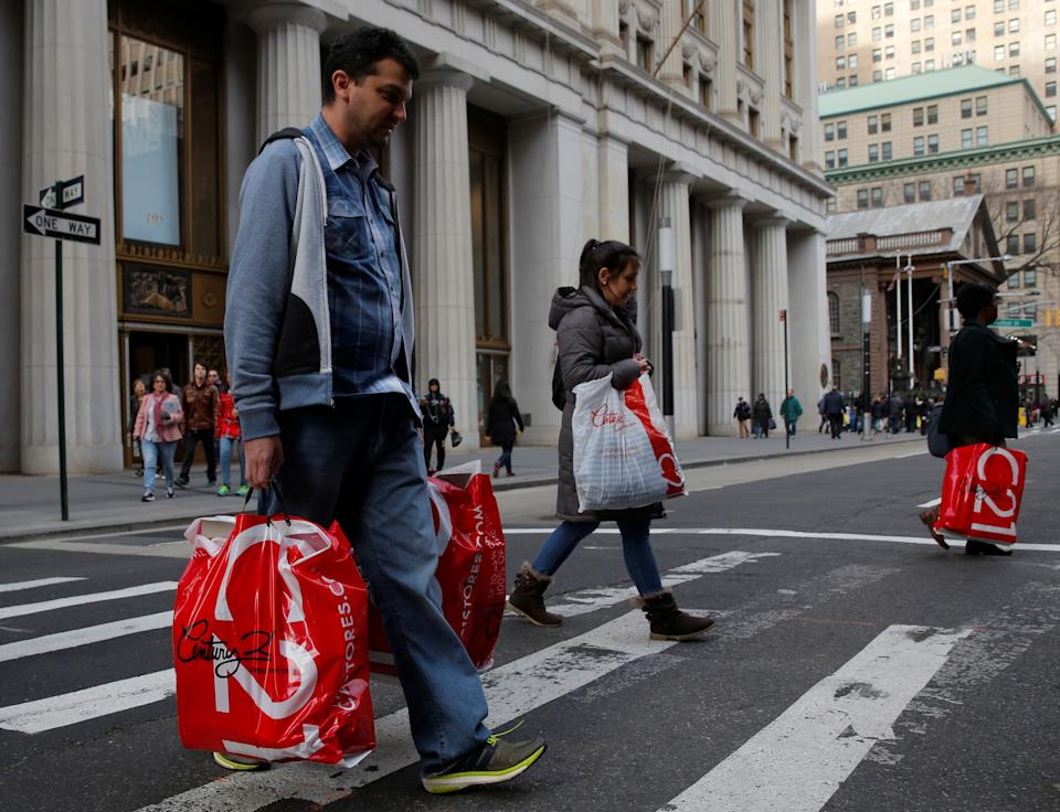 People cross Broadway with shopping bags in Manhattan, New York City, U.S. December 27, 2016. REUTERS/Andrew Kelly