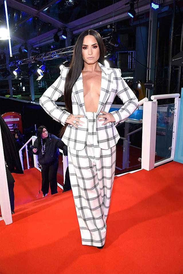"<p>No shirt, no problem, and she's ""not sorry"" about it. The singer donned a sexy suit with nothing underneath at the MTV EMAs 2017 in London on Sunday. (Photo: Kevin Mazur/WireImage) </p>"
