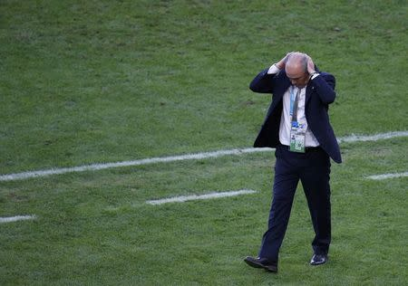 Argentina's coach Alejandro Sabella reacts after his team missed an opportunity to score against Germany during their 2014 World Cup final at the Maracana stadium in Rio de Janeiro July 13, 2014. REUTERS/Paulo Whitaker