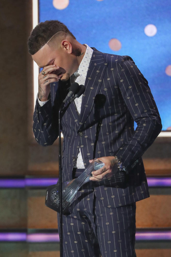 Kane Brown breaks down as he accepts the Artist of the Year Award at 2019 CMT Artists of the Year in Nashville, Tenn., on Oct. 16, 2019. Brown dedicated the award to his drummer Kenny Dixon who died in a car accident. (Photo by Al Wagner/Invision/AP)