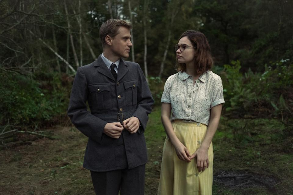 Rory Lomax (Johnny Flynn) and Peggy Preston (Lily James)  The Dig