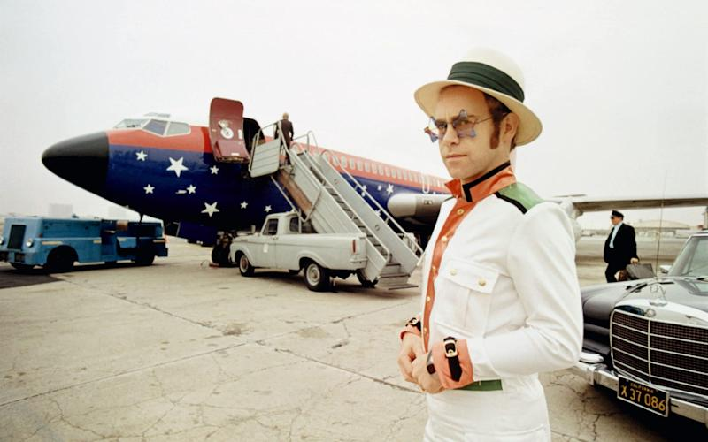 Terry O'Neill's portrait of Elton John in Los Angeles in 1974 - Iconic Images