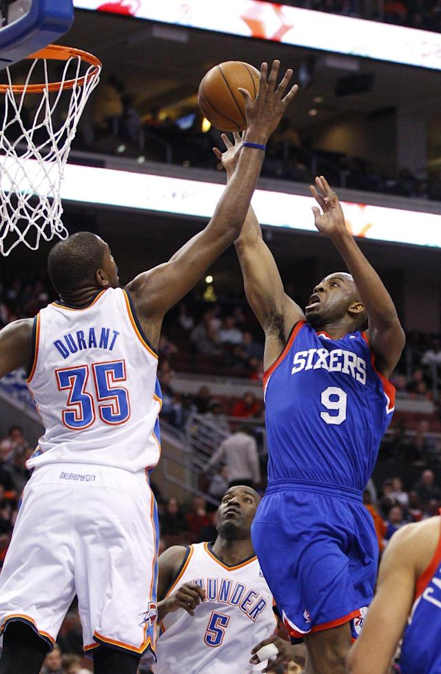 Philadelphia 76ers' James Anderson, right, shoots as Oklahoma City Thunder's Kevin Durant defends during the first half of an NBA basketball game, Saturday, Jan. 25, 2014, in Philadelphia. (AP Photo/Chris Szagola)