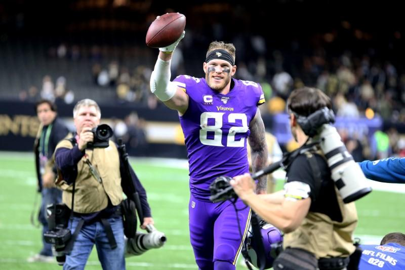 Kyle Rudolph's swindled gloves end up benefiting charity after all