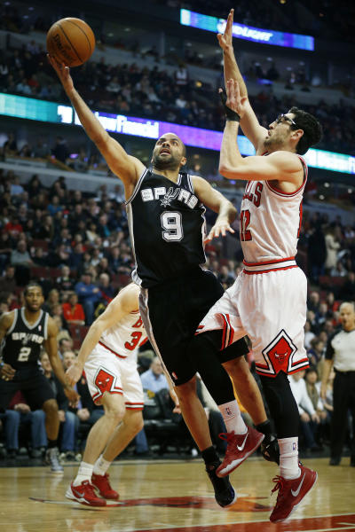 San Antonio Spurs point guard Tony Parker (9) shoots past Chicago Bulls shooting guard Kirk Hinrich (12) during the first half of an NBA basketball game on Tuesday, March 11, 2014, in Chicago. (AP Photo/Andrew A. Nelles)