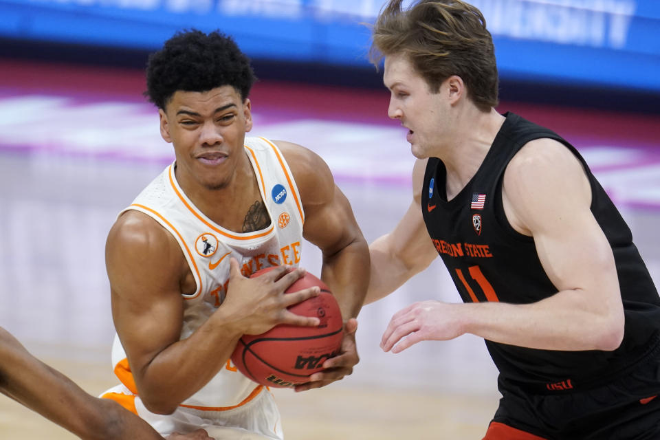 Tennessee guard Jaden Springer, left, drives on Oregon State guard Zach Reichle during the first half of a first round game at Bankers Life Fieldhouse in the NCAA men's college basketball tournament in Indianapolis Friday, March 19, 2021. (AP Photo/Paul Sancya)