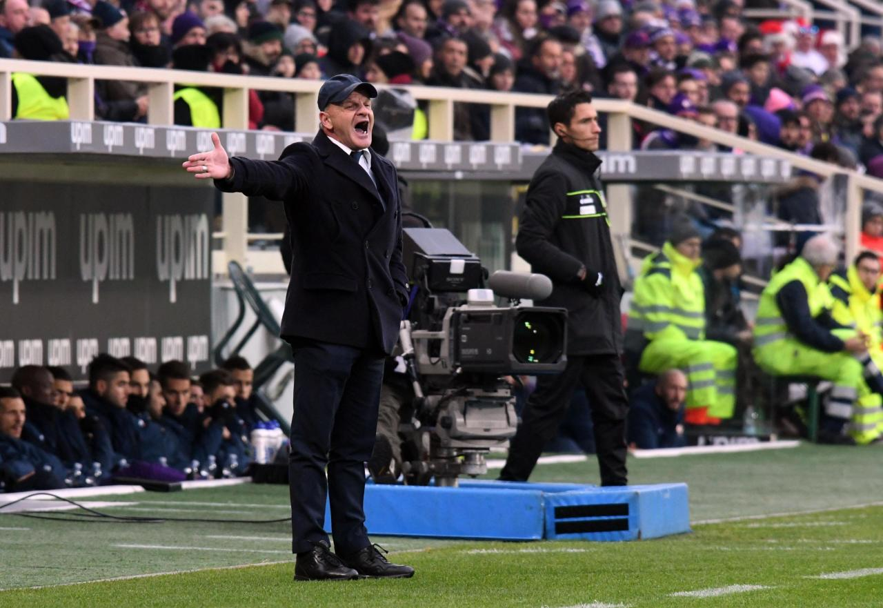 Empoli's head coach Giuseppe Iachini shouts instructions during the Italian Serie A soccer match between Fiorentina and Empoli, at the Artemio Franchi stadium in Florence, Italy, Sunday, Dec. 16, 2018. (Claudio Giovannini/ANSA via AP)