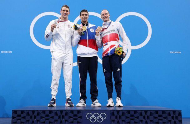 PHOTO: Silver medalist Ryan Murphy of the US, gold medalist Evgeny Rylov of Team ROC and bronze medalist Luke Greenbank of Great Britain pose during the medal ceremony for the Men's 200m Backstroke Final at the 2020 Olympic Games in Tokyo, July 30, 2021. (Maddie Meyer/Getty Images)