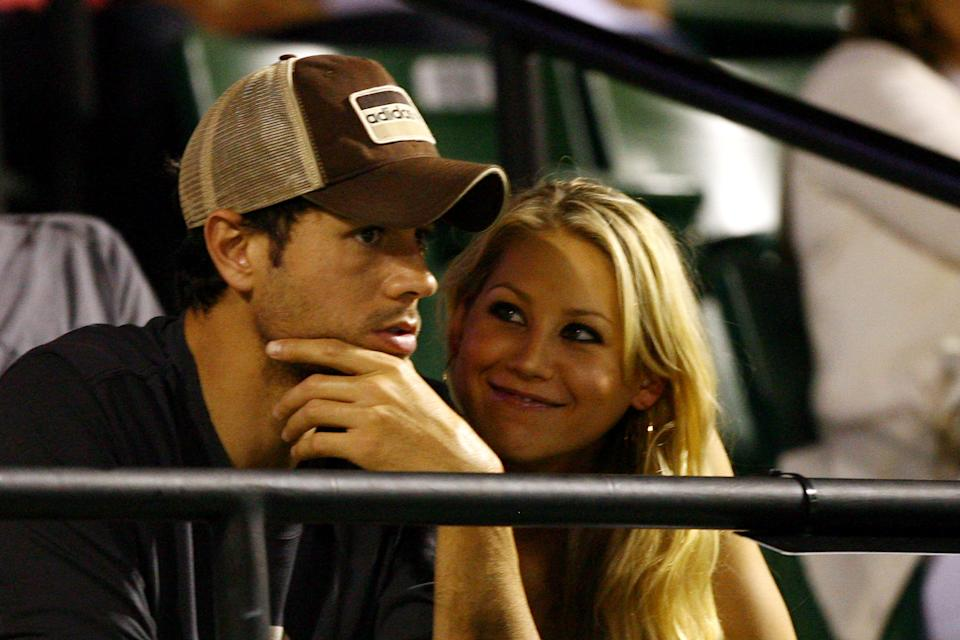 KEY BISCAYNE, FL - APRIL 02:  Enrique Iglesias and girlfriend Anna Kournikova watch as Venus Williams plays her semifinal match against Serena Williams at the Sony Ericsson Open at the Crandon Park Tennis Center on April 2, 2009 in Key Biscayne, Florida.  (Photo by Al Bello/Getty Images)