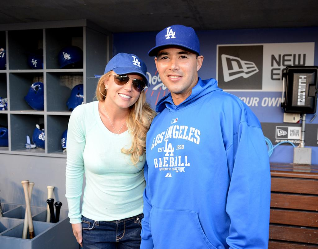 She also took a photo op with outfielder Andre Ethier. Doesn't Brit look cute in her Dodgers cap? (4/17/2013)
