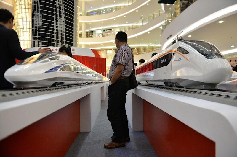 Scale models of Chinese-made bullet trains on exhibition at a shopping mall in Jakarta on August 13, 2015 (AFP Photo/Bay Ismoyo)