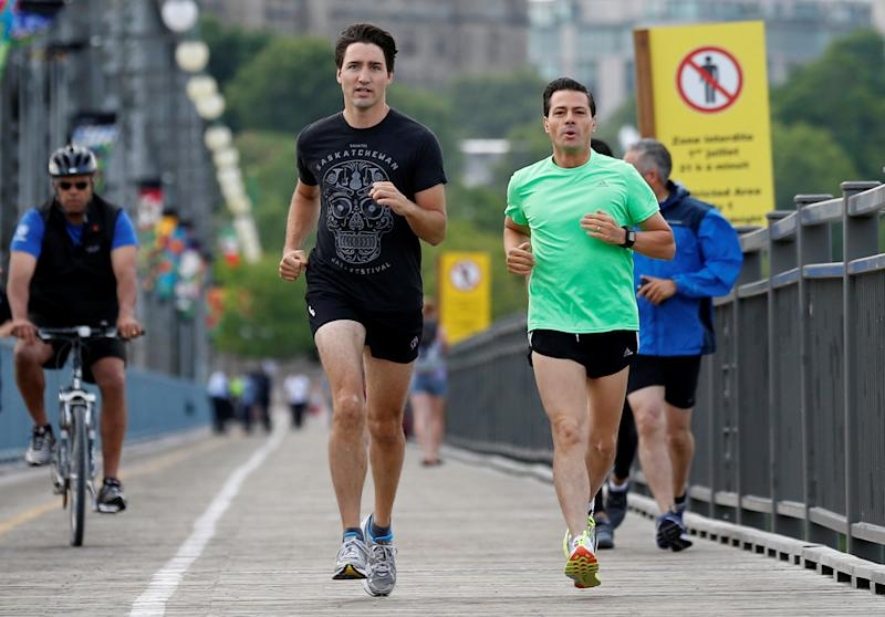Canada's Prime Minister Justin Trudeau (L) runs with Mexico's President Enrique Pena Nieto across the Alexandra Bridge from Ottawa to Gatineau, Quebec, Canada, June 28, 2016. REUTERS/Chris Wattie TPX IMAGES OF THE DAY