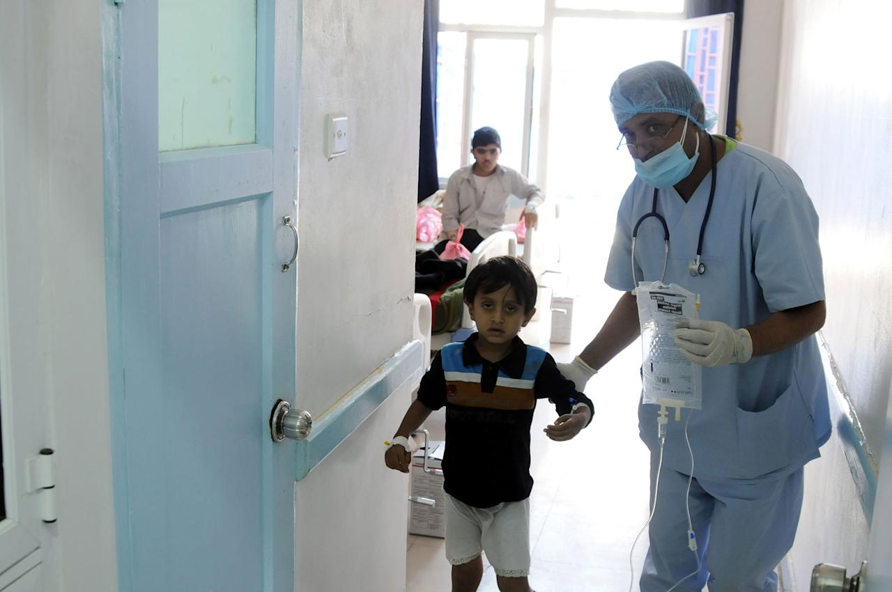 <p>A Yemeni doctor treats a cholera-infected Yemeni child at a hospital amid a serious cholera outbreak in Sana'a, Yemen on June 6, 2017. (Yahya Arhab/EPA/REX/Shutterstock) </p>