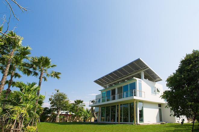 High-Tech Homes Go Off-Grid With Solar and Hydrogen Power