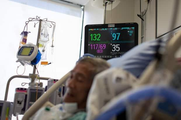 Eduardo Teodoro, 75, recovers from COVID-19 in the intensive care unit at Centenary Hospital in Scarborough on April 8, 2021. As of Friday, 833 patients were in intensive care units due to COVID-19.  (Evan Mitsui/CBC - image credit)