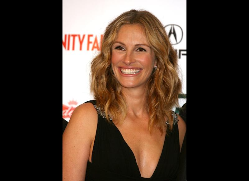 Presenter/actress Julia Roberts poses in the press room at the 21st Annual American Cinematheque Award Honoring George Clooney held at the Beverly Hilton Hotel on October 13, 2006 in Beverly Hills, California. (Photo by Kevin Winter/Getty Images)